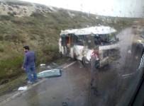 İŞÇİ SERVİSİ - Kütahya'da Trafik Kazası Açıklaması 3 Yaralı