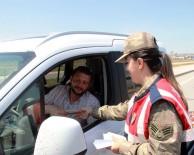 Polis Ve Jandarma Ekiplerinden Sürücülere Şeker İle Kolonya İkram Edildi