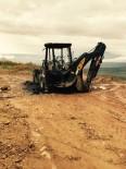 GÖRGÜ TANIĞI - Bingöl Kırsalında Teröristler İş Makinesi Yaktı