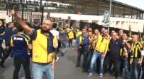 DERBİ MAÇI - Fenerbahçe Taraftarı Vodafone Arena'da