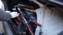 NARKOTİK KÖPEK - 6 Kamera İle Gözetlenen Evde Silah, Kılıç, Kama Ve Bıçaklar Ele Geçirildi