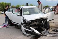 UZUNÇIFTLIK - Kocaeli'de Trafik Kazası Açıklaması 1'İ Çocuk 6 Yaralı