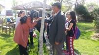 OSMAN COŞKUN - Öğrenciler Okullarına İsmi Verilen Şehit Halisdemir'in Kabrini Ziyaret Etti