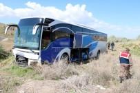 Yozgat'ta Yolcu Otobüsü Tarlaya Girdi Açıklaması 10 Yaralı