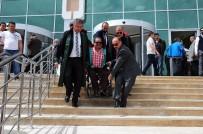 ENGELLİ ASANSÖRÜ - Avukatlardan Engelli Rampası Olan Binada Rampa Eylemi