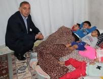 GÜRSEL TEKİN - Gürsel Tekin Suriyelilerin evine ayakkabıyla girdi