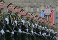 SAVAŞ UÇAĞI - Kızıl Meydan'da 10 Bin Askerle Zafer Kutlaması