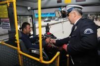 GAZIANTEP EMNIYET MÜDÜRLÜĞÜ - Polis Sürücülere Karanfil Dağıttı