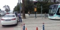 BOSTANLı - Tramvay Raylarına Aracını Bıraktı, Dakikalarca Almadı