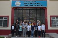 AKILLI TAHTA - Yabancı Öğretmenler Okullara Hayran Kaldı