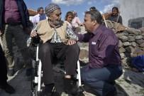YÜRÜME ENGELLİ - Yaşlı Adam Akülü Aracına Yunusemre'yle Kavuştu