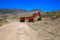 ULUPıNAR - Darende'de Yol Açma Ve Genişletme Çalışmaları