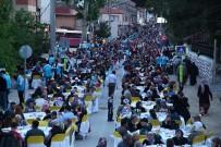 TACETTIN ÖZKARAMAN - Kardeşlik Sofraları Bu Kez Taraklı'da Kuruldu