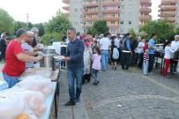 GAZİ YAŞARGİL - Kayapınar Belediyesi'nden 2 Bin Kişiye İftar Yemeği