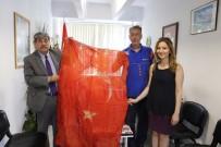 Kurtuluş Şavaşı'ndan Kalan Türk Bayrağı Burhaniye Belediyesi'ne Hediye Edildi