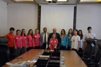 BAYRAK YARIŞI - Başkan Eşkinat Madalyalı Genç Sporcuları Ağırladı