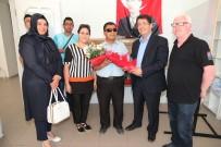 TOPLU TAŞIMA ARACI - Belediye'den Görme Engelliler Derneğine Bilgisayar Desteği