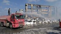 Osmaniye'deki Kağıt Fabrikası Yangınında Soğutma Çalışmaları Devam Ediyor