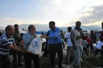AKŞEHİR BELEDİYESİ - Akşehir Belediyesinden Geçici Tarım İşçilerine Erzak Yardımı