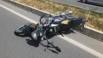 Balıkesir'de Motosiklet Minibüse Çarptı Açıklaması 2 Yaralı
