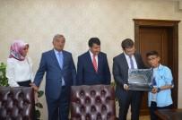 TÜRK TELEKOM - Kaymakam Öztürk Türkiye 3. Olan Tahirli Öğrenciye Laptop Hediye Etti