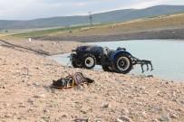 FıRAT ÜNIVERSITESI - Traktör Baraja Düştü Açıklaması 1 Ölü