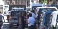 HALK BANKASı - Kars'ta Caddeler Oto Parka Döndü