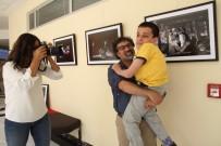 KOCAELI ÜNIVERSITESI - 3 Sene Boyunca Engelli Öğrencisini Resmederek Sergi Açtı