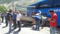 Artvin'de Trafik Kazası Açıklaması 3 Yaralı