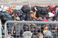 ÖNCÜPINAR - Bayram İçin Ülkelerine Gitmek İsteyen Suriyeliler Sınırda İzdiham Oluşturdu