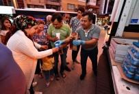 MORDOĞAN - Deprem Sonrası Geceyi Dışarıda Geçirenlere Sıcak Yemek