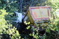 HAFRİYAT KAMYONU - Hafriyat Kamyonu Ormanlık Alana Uçtu Açıklaması 1 Ölü