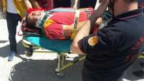 MEHMET ŞEKER - İnşaatta İskele Çöktü, 3 Kişi Yaralandı