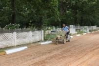 BAHAR TEMİZLİĞİ - Mezarlıklarda Temizlik Çalışmaları Yapılıyor