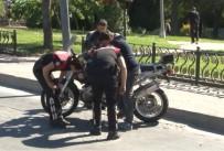 CERRAHPAŞA TıP FAKÜLTESI - Motorize Polis Ekipleri Kaza Yaptı Açıklaması 2 Yaralı
