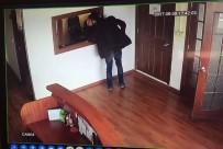 KARARSıZLıK - Soğukkanlı Cep Telefonu Hırsızı Kameraya Yakalandı
