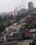 GÜZELYALı - Adana'da Yollar Göle Döndü, Hastane Bahçesindeki Ağaca Yıldırım Düştü
