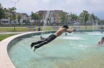 ELEKTRİK KAÇAĞI - Çocuklar Süs Havuzlarında Tehlikeye Kulaç Atıyor