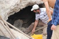 Kaya Mezarları Bulunan Cami İnşaat Alanına Akın Ettiler