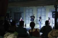 TİYATRO OYUNCUSU - Konak'taki tarihi handa tiyatro keyfi