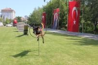 TRAKYA ÜNIVERSITESI - Köpekler Jandarma Teşkilatının Kuruluş Yıldönümünde Hünerlerini Sergiledi