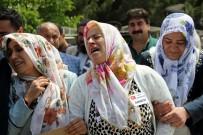 AMBULANS HELİKOPTER - Oğlunun Cenazesinde Kürtçe Ağıt Yakıp Gözyaşı Döktü