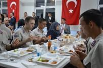İLKER HAKTANKAÇMAZ - Askerler, Şehit Yakınları Ve Gazilerle Birlikte Oruç Açtı