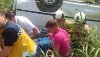 Balıkesir'de Minibüs Tarlaya Uçtu Açıklaması 1 Yaralı
