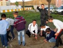 Eski Milli Atlet Çocukları Sokak Oyunlarına Yönlendiriyor