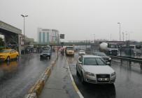 ÜST GEÇİT - İstanbul'a Yağmur Sürprizi