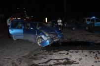 Kütahya'da 2 Otomobil Çarpıştı Açıklaması 9 Yaralı