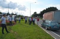 MİNİBÜS ŞOFÖRÜ - Öğretmenleri Taşıyan Minibüs Kaza Yaptı Açıklaması 4 Yaralı