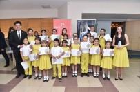 GENEL SANAT YÖNETMENİ - Uşak Çocuk Sesler Korosu İzmir'de Tam Not Aldı