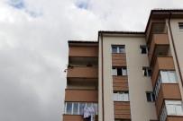 Çevreye Ateş Açan Kadın 21 Saattir Kapısını Kimseye Açmadı